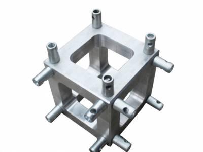 为什么方套的轮子设计为什么是在桁架的外头